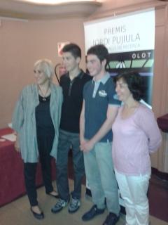 Aleix Costa i Jaume Mora amb les tutores dels seus treballs
